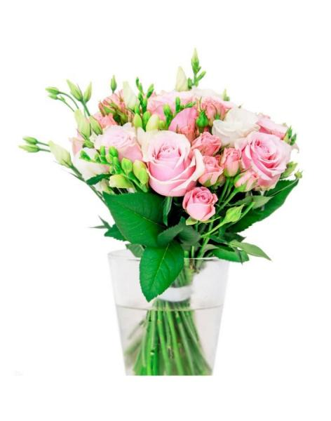 Pink dream: delivery of flowers in