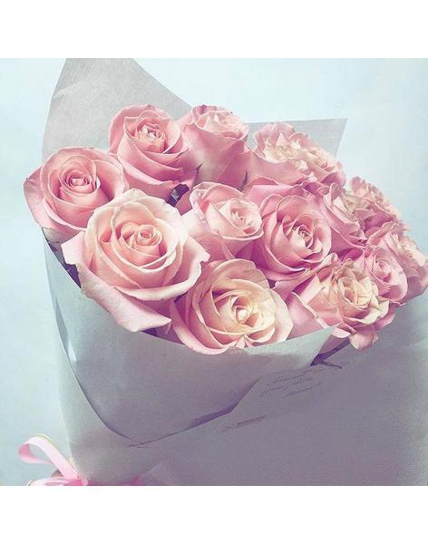 Bouquet of pink roses: delivery of flowers in