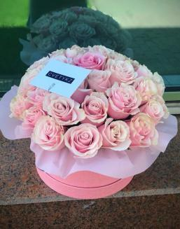 Original box with roses | Pink roses on Valentine's Day flowers