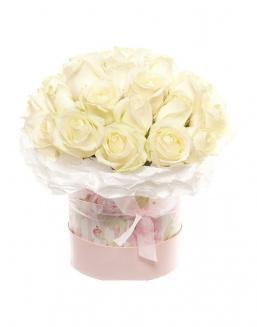 Bouquet of white roses in a decorative box | White roses flowers