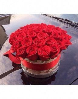 Roses in hat box | Delivery and order flowers in Almaty