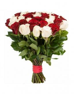 Bouquet of 33 red and white roses mixed | White roses flowers