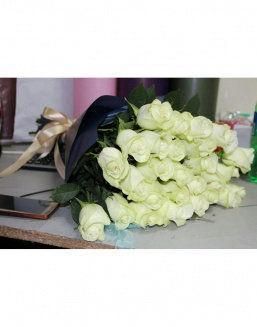 Time of tenderness | White roses flowers